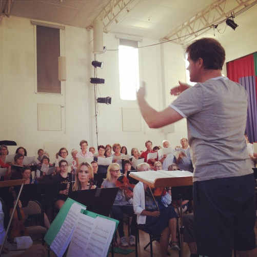 Christoffer Holgersson conducting.