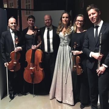 Hannah Holgersson with co-musicians  Thomas Ringqvist, Adina Sabin, Joakim Holgersson, Kerstin Thörn and Kristian Brink.