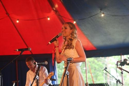 Hannah Holgersson singing at Sång och Spel vid Läckö Slott. Photo: Anna Sixtensson