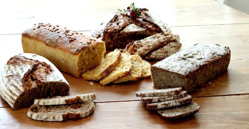 Rågbröd med fikon, Morotsbröd, Grovt Lingonbröd och Danskt Rågbröd.