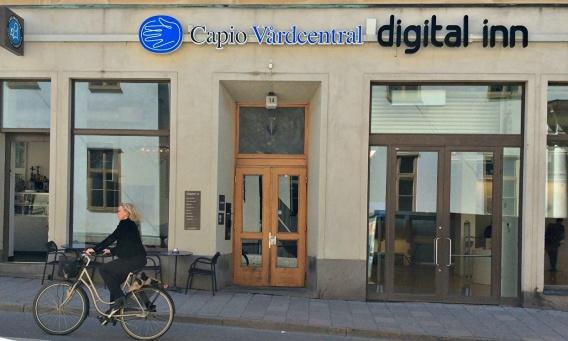 Wästlunds logopedmottagning vid Slussenkliniken har nu blivit helt digital. Skylten är kvar vid Capio Vårdcentral. Foto: Helena Forne-Wästlund 2015
