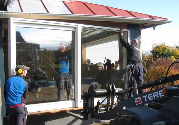 Våra snickare & hantverkare genomför fönsterbyte, fönstermontage & dörrbyte i Halmstad & Halland