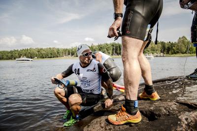 foto:karlstadswimrun.se; Precis innan första simmet på 2400 meter..