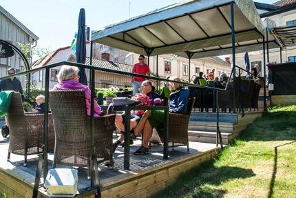 Välbehövlig vila och rekreation på cafe i Hjo