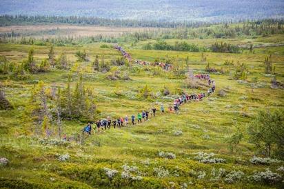 På väg upp på Ottfjället (bild: AXA Fjällmaraton/Facebook)