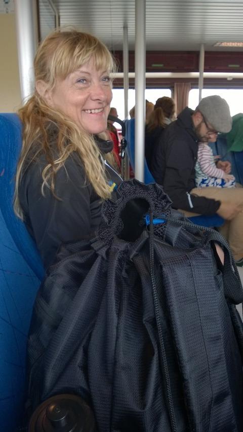 Eva-Lott har tagit plats på färjan! Och vad skönt åka 1 dag innan racet! Foto:Privat