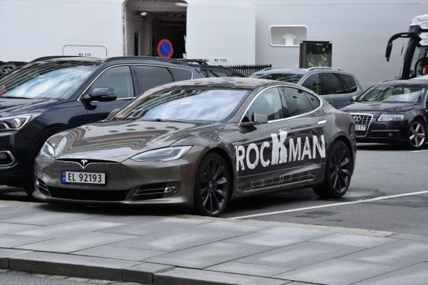 Rockman Swimruzs sponsor Tesla Motors had their car picked up outside the hotel.