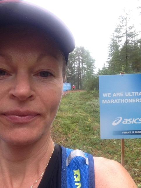 Skyltar vid passeringen av marathondistansen. Tjoho! Halva loppet gjort! (Foto: Privat)