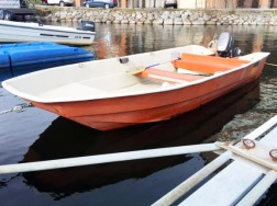 Klubbåten, bensintank finns i förrådet