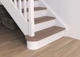 Ett blocksteg på trappans nedersta steg ger karaktär samtidigt som trappan blir mer inbjudande. Den rundade formen skjuter ut på båda sidor om trappan är fristående, och på ena sidan om trappan är placerad mot vägg.
