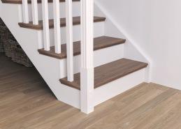 Stegens framkant kan fås med profilerad nos. Det ger trappan ett mer exklusivt och bearbetat intryck. Som ni ser på bilden så är trappan med underliggande vangstycken, och då får man även en profil på stegens ändar.