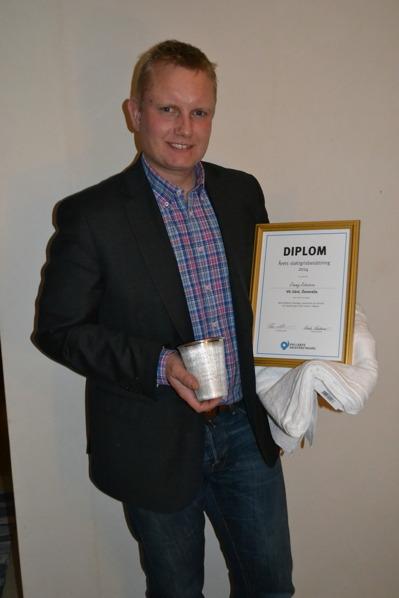 Jimmy tar emot priset som årets slaktgrisbesättning i Halland 2014. Foto: Caroline Persson