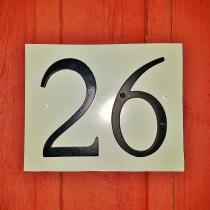 Nr 26 står på huset.