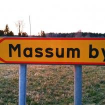 Skylten till byvägen (efter man svängt från stora vägen vid BLÅ skylt).