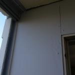 EterniEternitplatta på balkongvägg