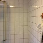 Helkaklat badrum med asbest i kakelfog och fix