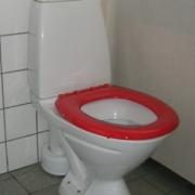 Toalettsits röd hård med förstärkt fäste utan lock