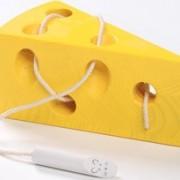 Trä ost med mus
