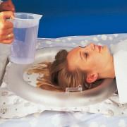 Schamporing för hårtvätt i säng