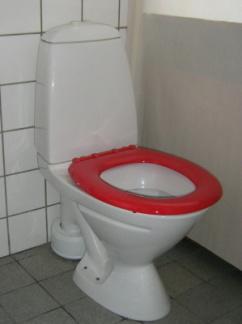 Toalettsits röd hård med förstärkt fäste utan lock - Toalettsits röd hård utan lock