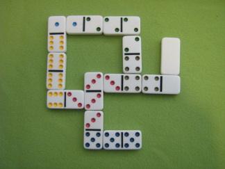 Domino 4 olika sorter - Domino med olikfärgade punkter