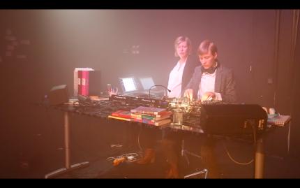 Boka DJ Femte med PotatoPotato Scenkonst