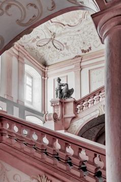 Måla golv och trappor med chalk paint (kalkfärg, kritfärg). Photo © Dieter Hawlan