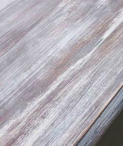Du kan framhäva träslagets ådring genom att måla med Autentico Glaze (lasyr) färgsatt med Vintage Chalk Paint.