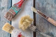 Måla möbler med dry brushing för olika effekter  Måla med lager på lager och dry brushing för olika effekter. Photo © Robcartorres