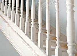 Måla golv och trappor med chalk paint (kalkfärg, kritfärg). Photo © Roman Pyshchyk