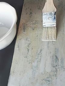 """Pensla eventuellt på en tunn """"paint wash"""" (vatten med lite färg i) för ytterligare en dimension."""