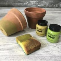 Vill du ha en kraftigare mossbeläggning kan du använda kritfärgen Vintage i nyanserna Poison Dart och Knotted Wrack.