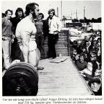 RÖRANDE TIDNINGEN HERCULES 1976-14,Erling Wahlgren visar Ulf Morin var skåpet ska stå på ett lastbilsflak i Ystad
