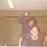 RÖRANDE XTRA MTRL 1977-10,Lars Enockson assisteras av Ricky 001