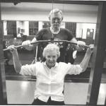 RÖRANDE XTRA MTRL 1986-13,Roland Svenssons föräldrar i träningslokalen