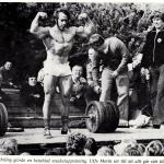 RÖRANDE TIDNINGEN HERCULES 1976-15,Erling Wahlgren visar igen Ulf Morin var skåpet ska stå på ett lastbilsflak i Ystad