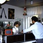 BALTIC CLUB GYM RESTAURANGEN 1987-Göran Persson blir serverad av .....,privat dia 5