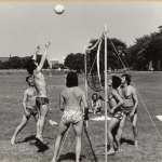 RÖRANDE XTRA MTRL 1975-6,Bengt Sandbergs ryggtavla på BALTIC BEACH mot juggarna