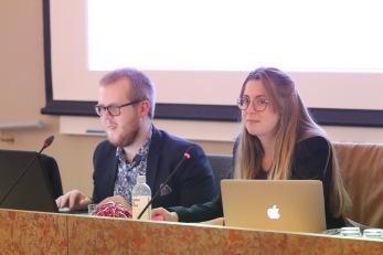 Mötessekreterare Linus Forsberg och mötesordförande Louise Grabo. Foto: Carl Toreborg