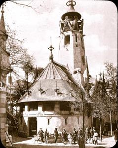 Suomen paviljonki Pariisin vuoden 1900 maailmannäyttelyssä. Kuva on osa Pro Finlandia -näyttelyä.