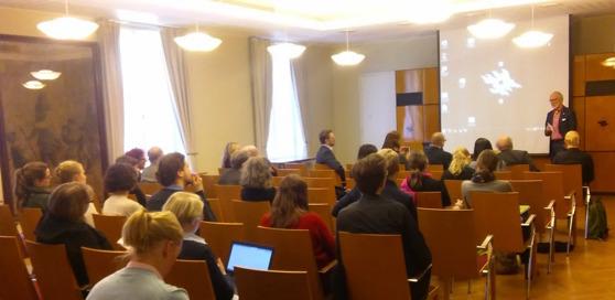 Kari Raivio avslutade seminariet. Foto: Hanaholmen.