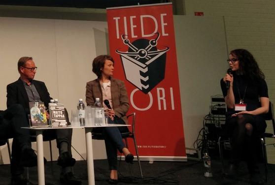 Esa Väliverronen, Mari K. Niemi ja Rosa Lampela keskustelivat tutkijoista ja mediasta. Kuva: Michaela von Kügelgen / Addeto.
