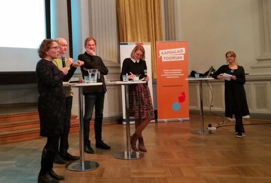 Seminaariin osallistui Anu Koivunen, Janne Holmén, Stefan Eklund, Isabella Holm. Seminaarin juontajana toimi Jeanette Björkqvist. Kuva: Michaela von Kügelgen / Addeto.