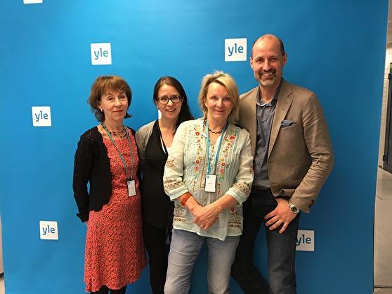 Li Hellström, programledare på SR, Anna Bäck, programledare, Yle, Karin Wickström, producent SR och Jonas Jungar, nyhetschef Yle träffades för att diskutera likheter och olikheter i public service i Sverige och Finland.