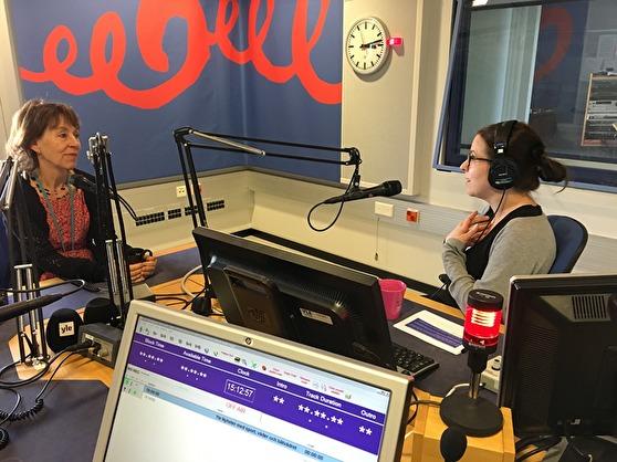 Li Hellström från SR diskuterar med Anna Bäck från Yle.