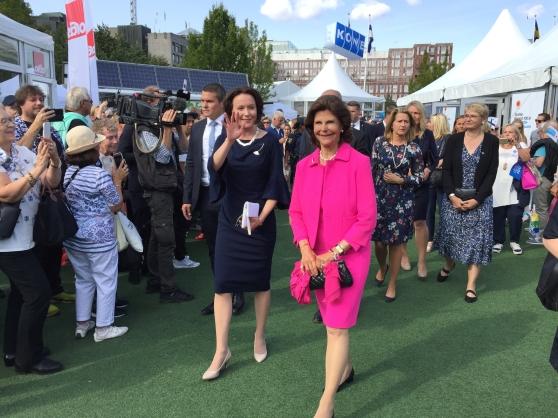 Fru Jenni Haukio och drottning Silvia på Stockholm/Suomi i augusti 2017. Foto: Finland 100.