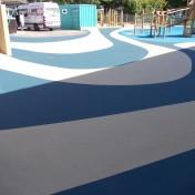 Målad asfalt på skolgård asfaltsmålning