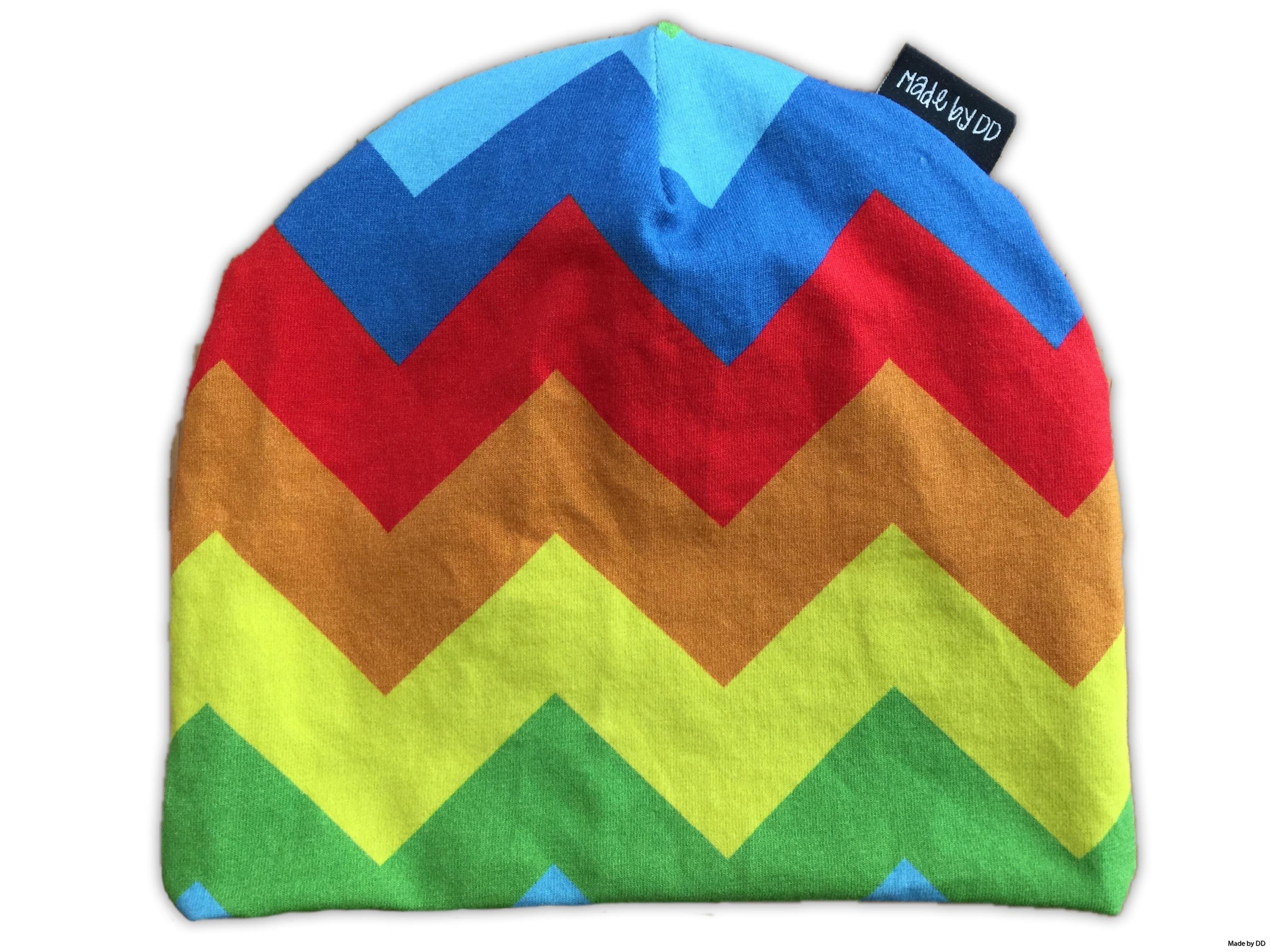 Mössa made by dd rainbow chevron