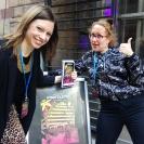 Sanja och Tuuli är på G minuterna före dörrarna öppnas i Stockholm