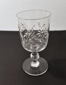11 st likörglas med blomslipning. Fint skick. Höjd 9 cm, diam. 4,5 cm. 300 SEK